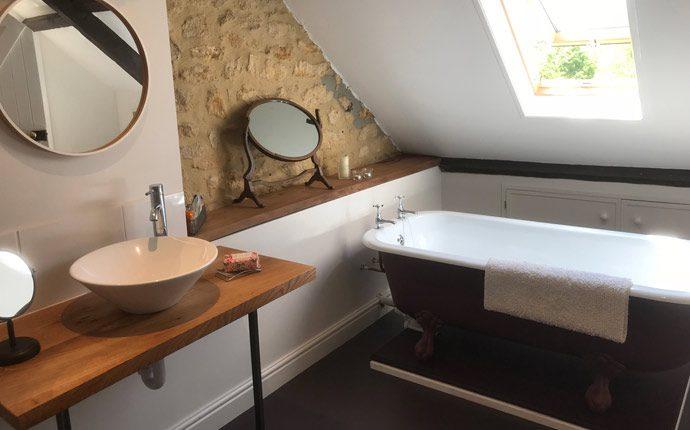 Elm room bathroom